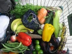 Mi carrito de mercado en una plaza de frutas.