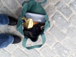 Mi bolso de compras con contenedores y bolsas de tela.
