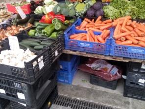 Verduras que se ofrecen en el mercado.