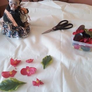 Unas flores que use para decorar con sus pigmentos varias de las bolsas